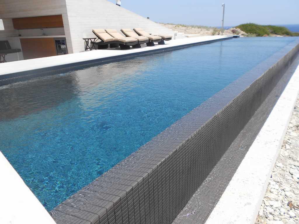 Piscinas de hormig n a medida precio instalaci n mantenimiento - Coronacion de piscinas precios ...
